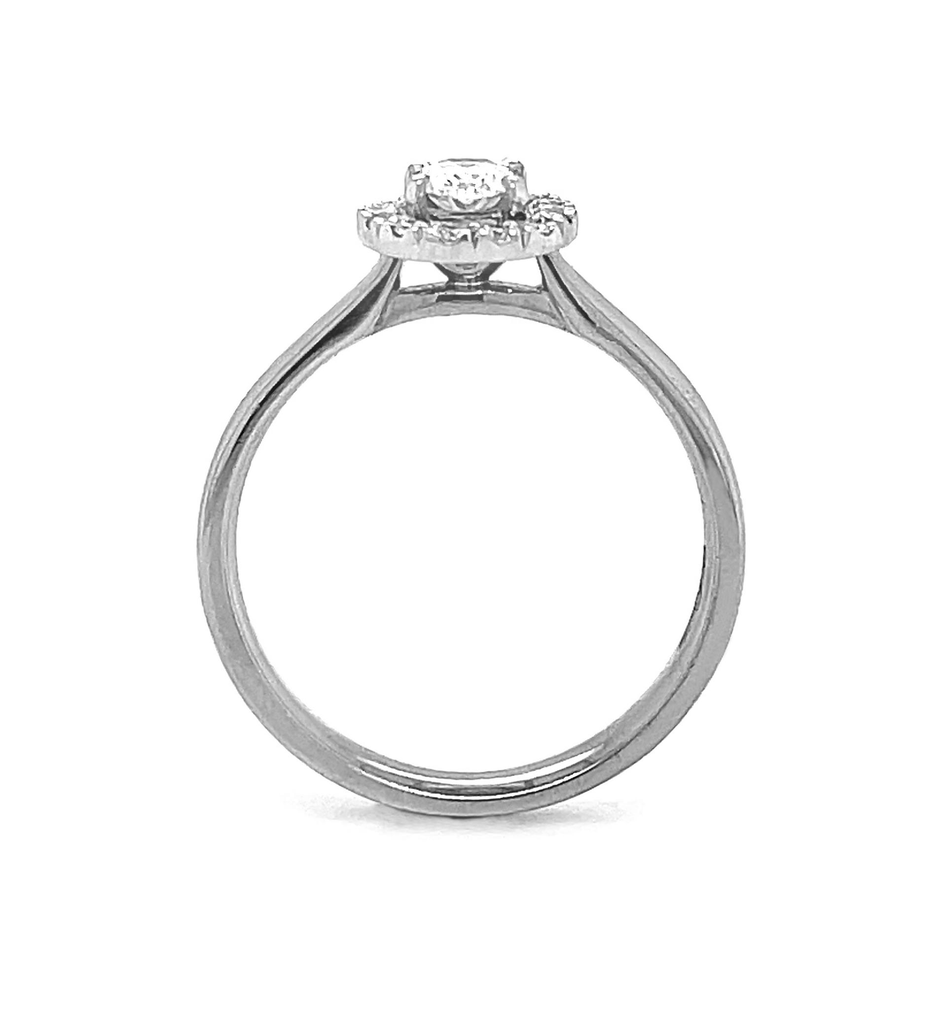 18k White Gold Oval Diamond Cluster Ring