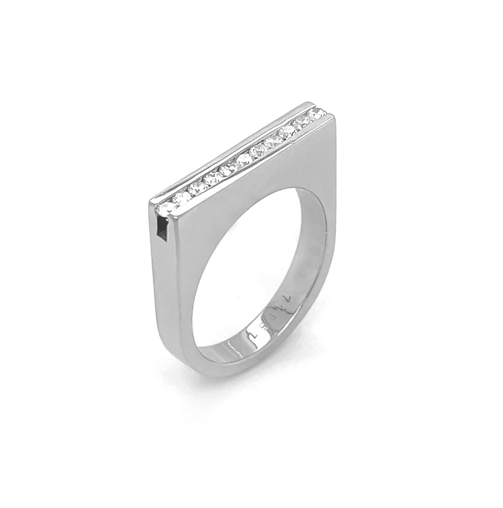 18k White Gold 11 Stone Brilliant Cut Diamond Bar Ring