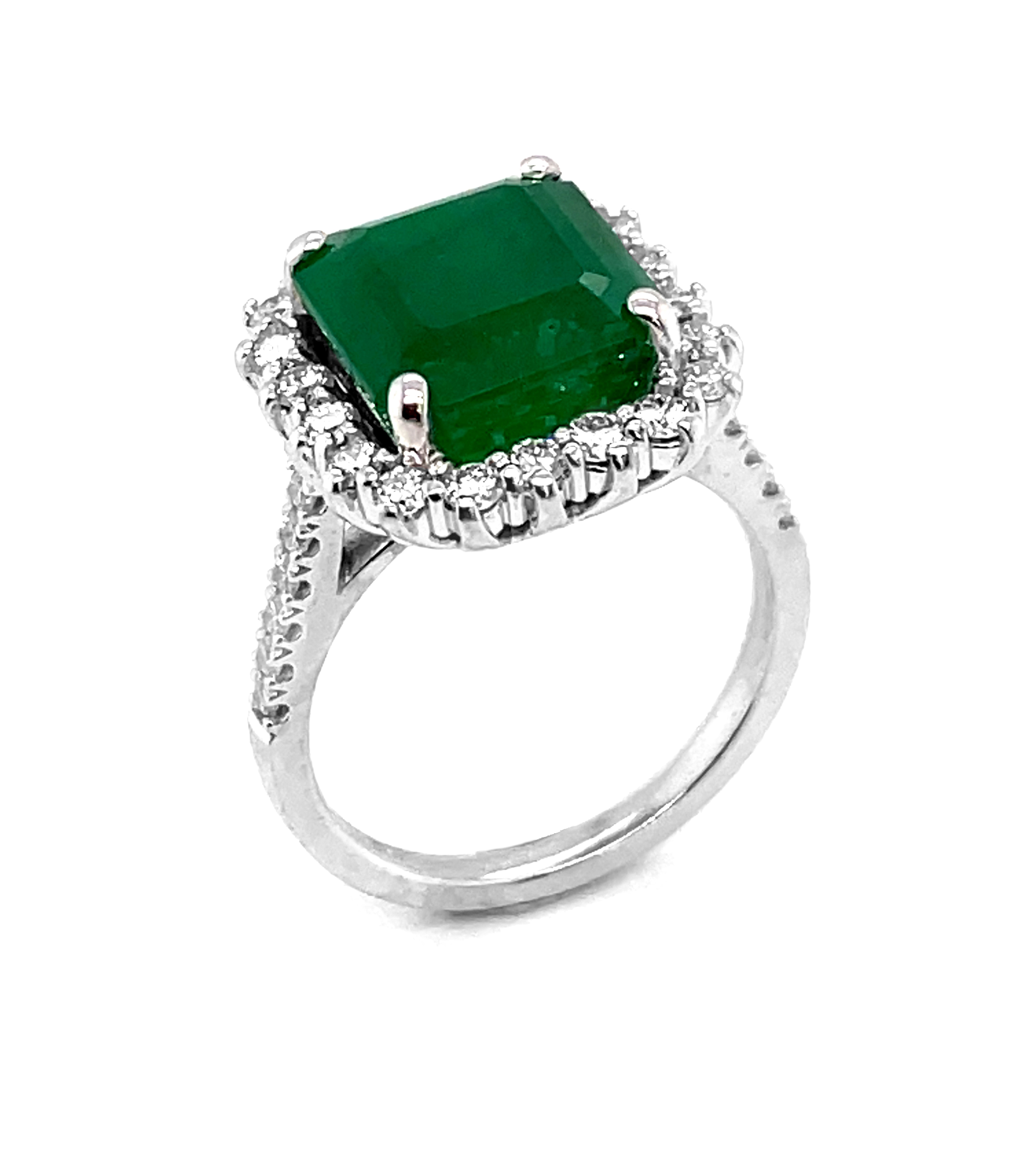 18k White Gold Octagonal Emerald & Brilliant Cut Diamond Cluster Ring