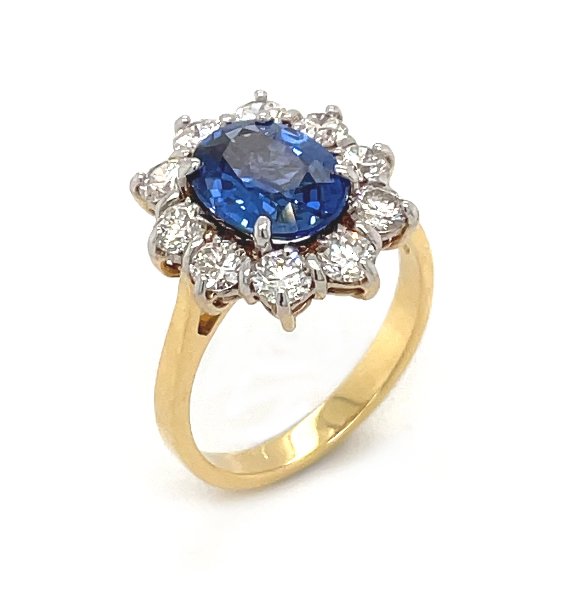 18k Yellow & White Gold Oval Sapphire & Brilliant Cut Diamond Cluster Ring