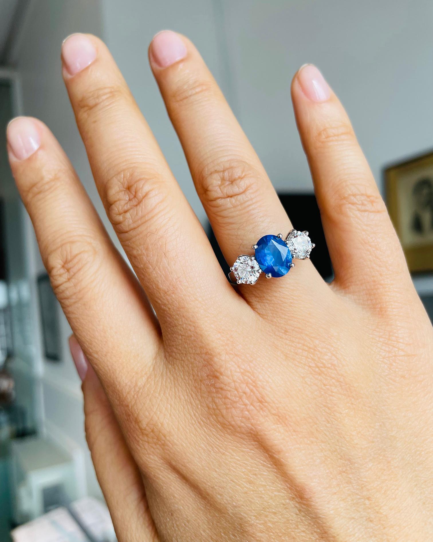 18k White Gold 3 Stone Oval Sapphire & Brilliant Cut Diamond Ring
