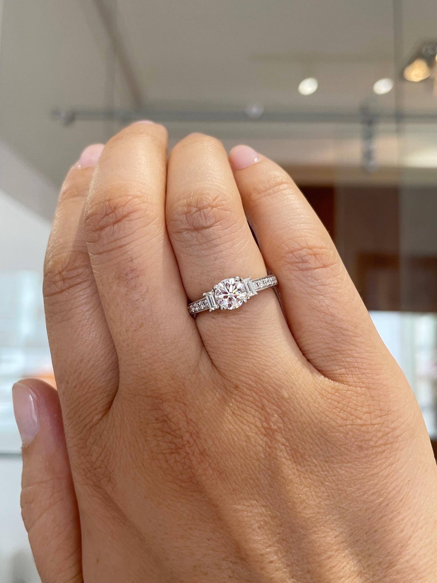 18k White Gold Brilliant Cut 0.80cts Diamond Ring, Diamond Shoulders