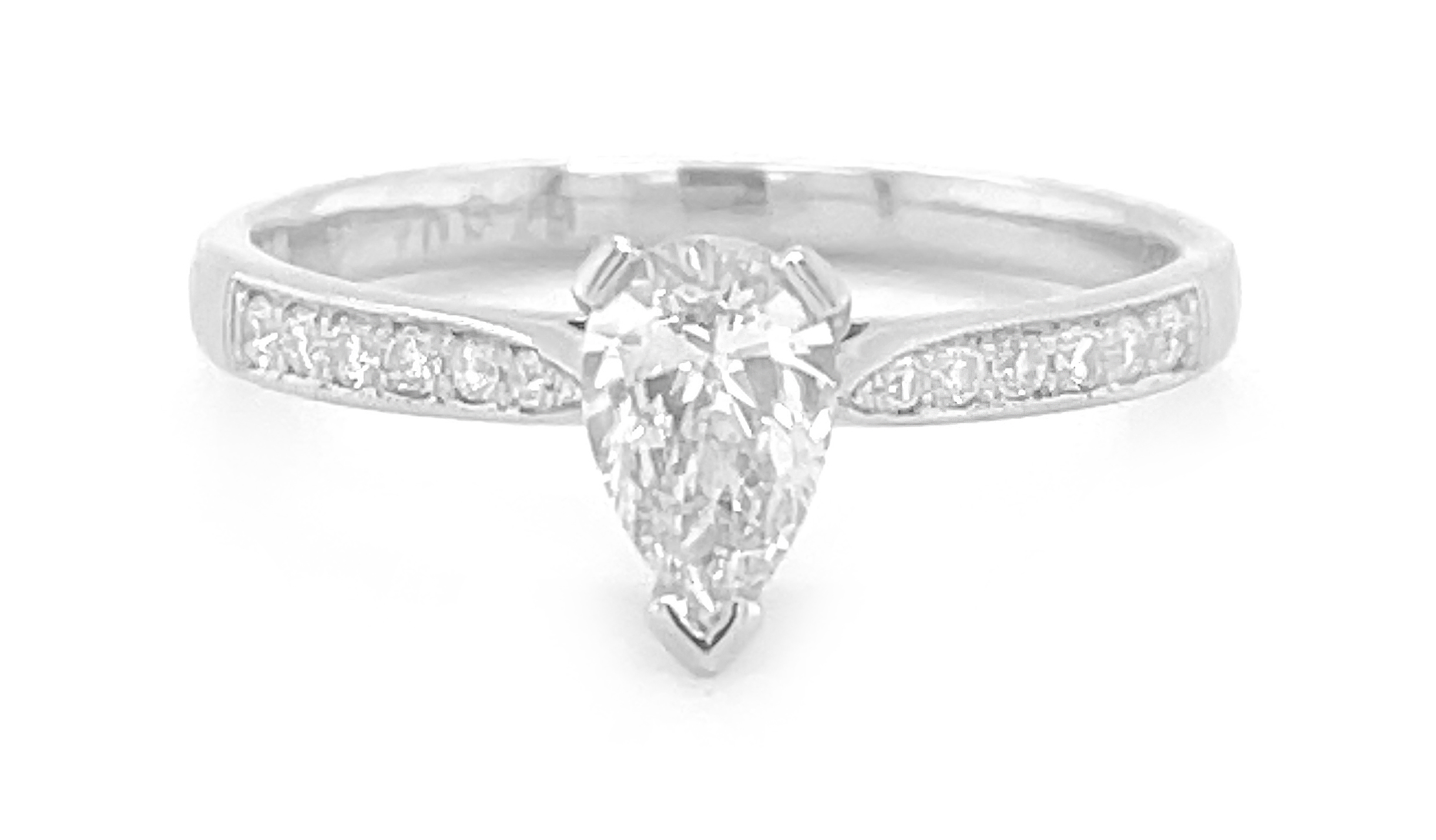 18k White Gold Pearshape Diamond Solitaire Ring, Diamond Shoulders