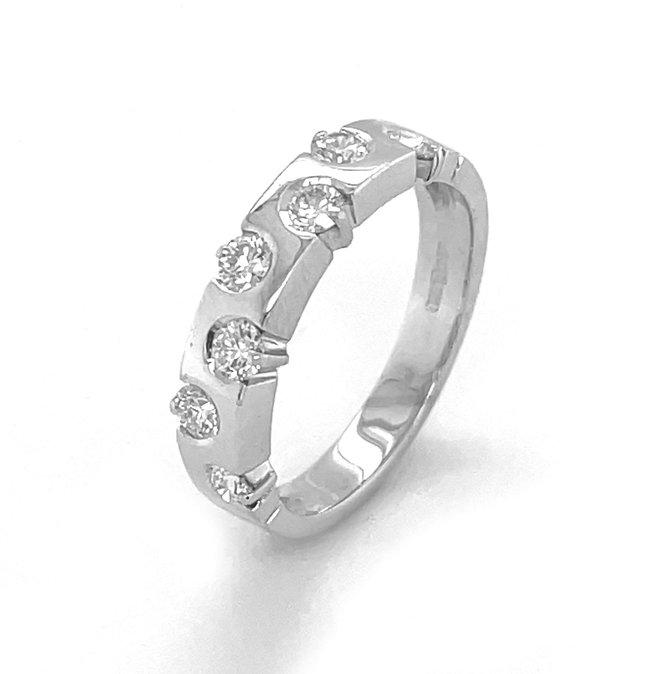 18k White Gold 7 Stone Brilliant Cut Diamond Ring