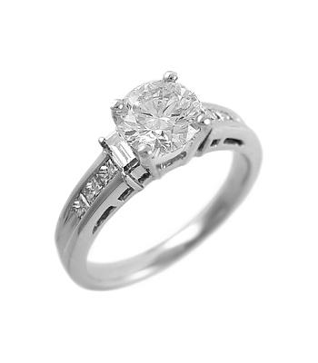 18k White Gold Brilliant Cut Diamond Ring, Diamond Shoulders