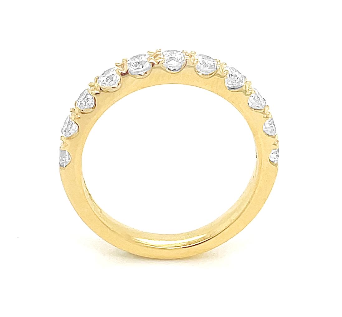 18k Yellow Gold 11 Stone Brilliant Cut Diamond Wedding Ring